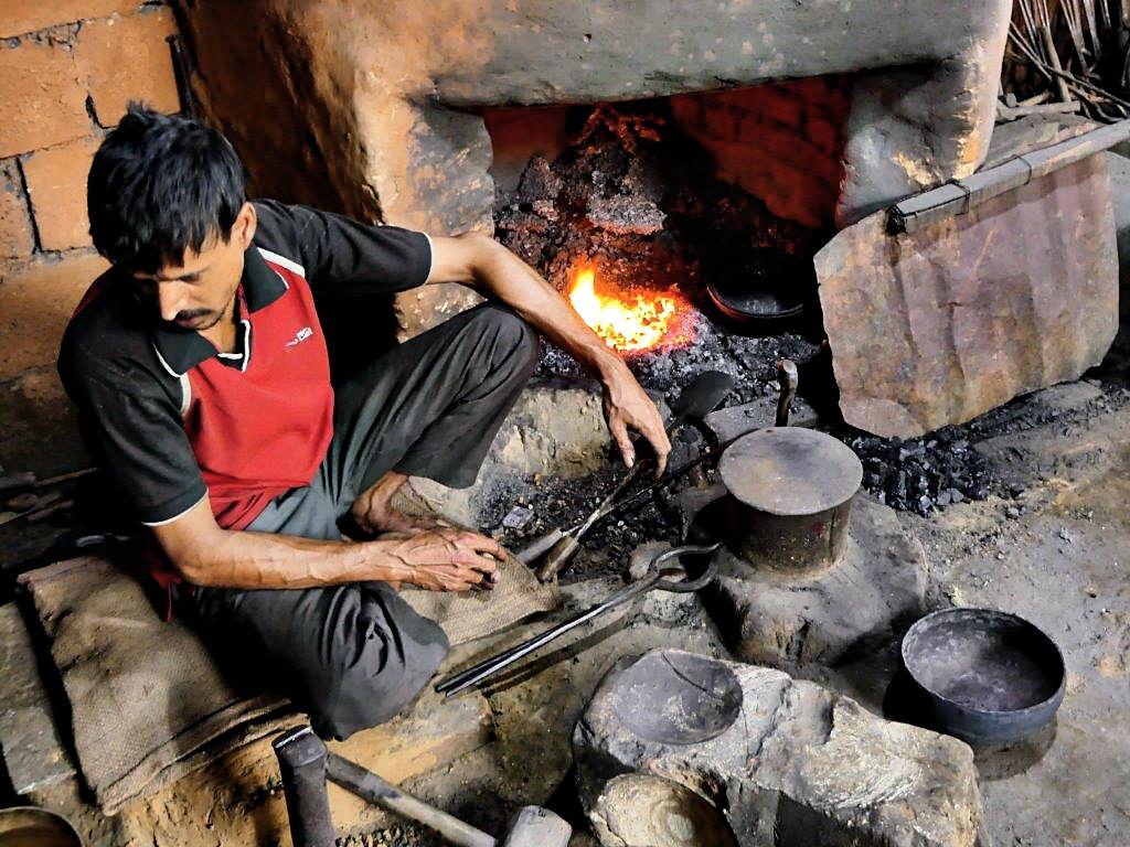 Herstellung von Klangschalen in Nepal